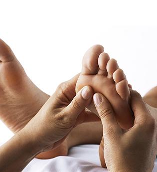 9438947-Reflexology_Massage